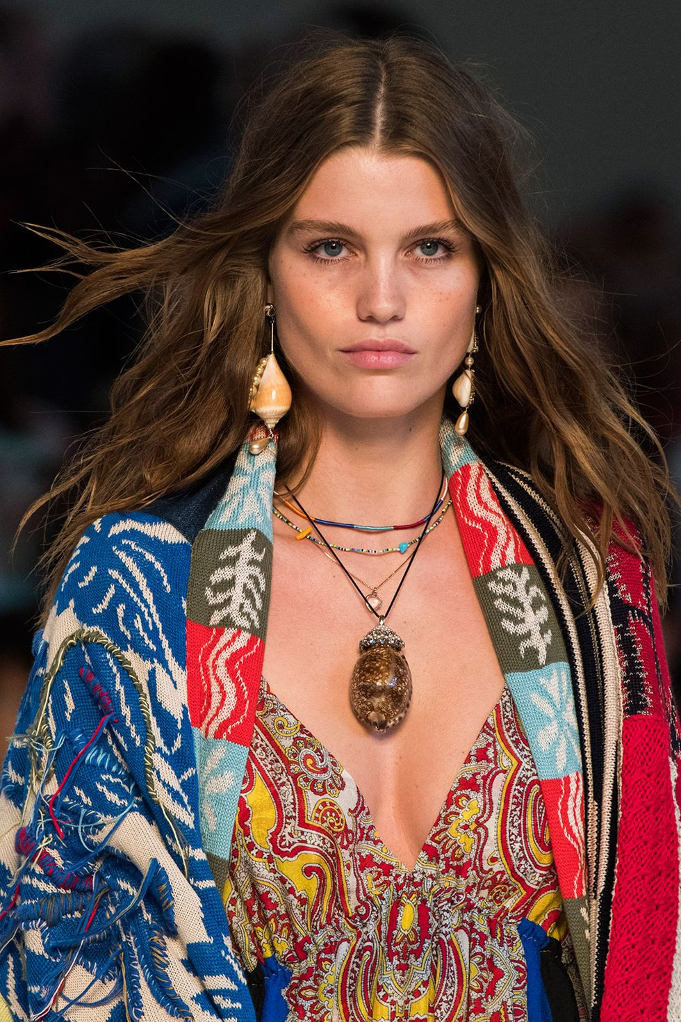 spring-summer-2019-hair-trends-natural-movement-etro-imax-1539006238