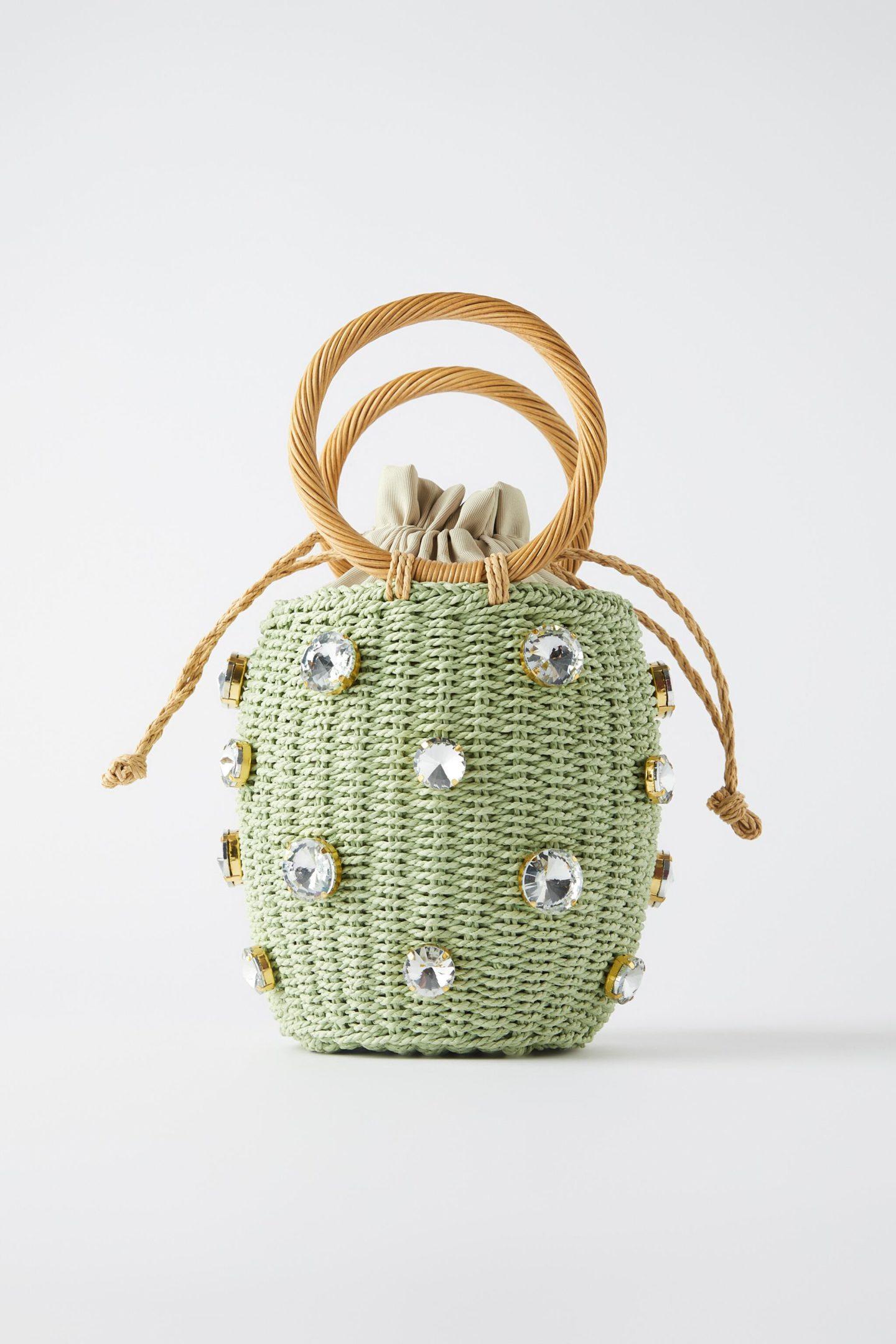 Пять вариантов плетеных сумок на лето: из рафии, лозы и ярких нитей